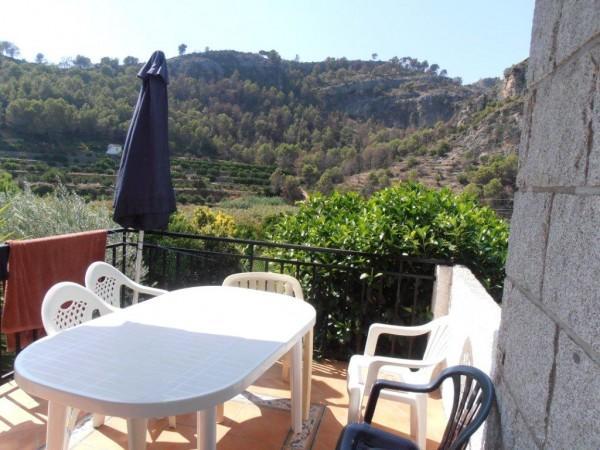 terrasse exterieure couverte c t montagne location villa r tova. Black Bedroom Furniture Sets. Home Design Ideas